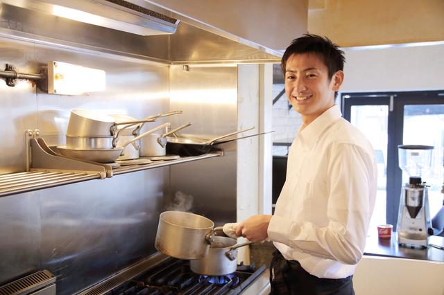 夢の飲食店開業!最優先で揃えたい業務用の厨房機器5つ