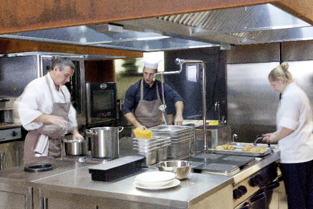飲食店は防水工事をすべき?ドライキッチンとウェットキッチンの違い